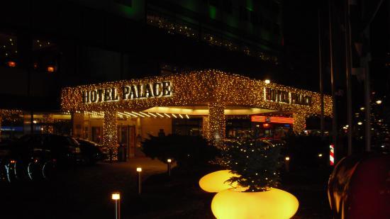 Weihnachtsbeleuchtung Berlin.Eingang Palace Mit Weihnachtsbeleuchtung Picture Of Hotel Palace