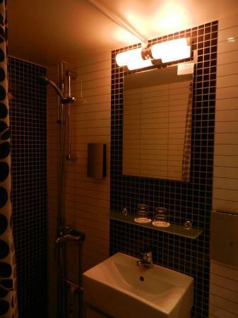 Malardrottningen Yacht Hotel and Restaurant: Bathroom