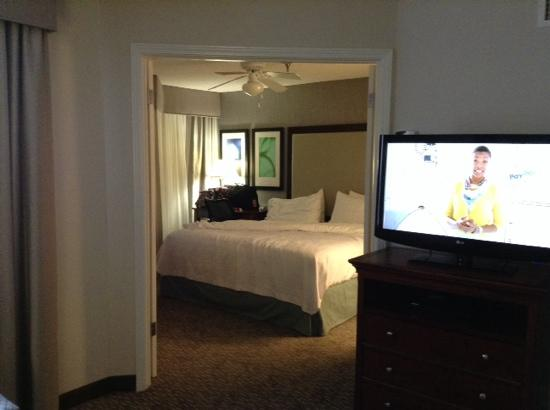 Homewood Suites by Hilton Memphis-Poplar: separate bedroom area