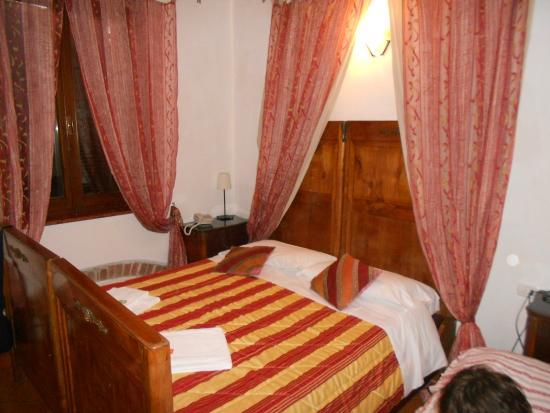 Albergo Corte Malaspina: camera matrimoniale più letto per figlio