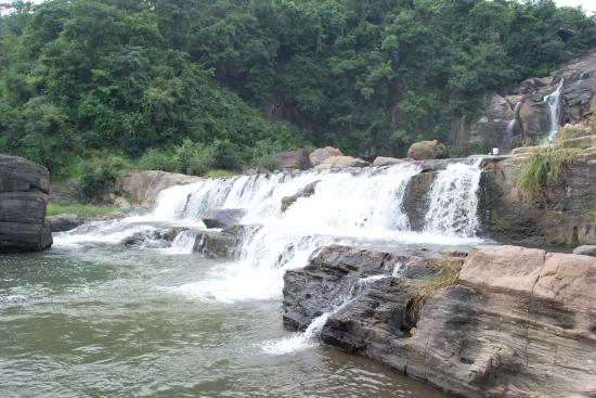 Jonha Falls: the steps of the waterfall