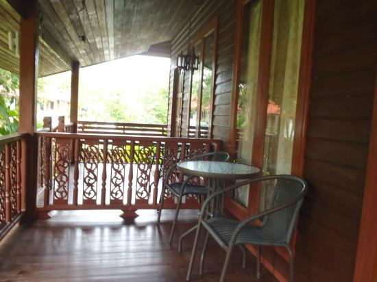 Aonang Mountain Paradise: The porch from wooden unit