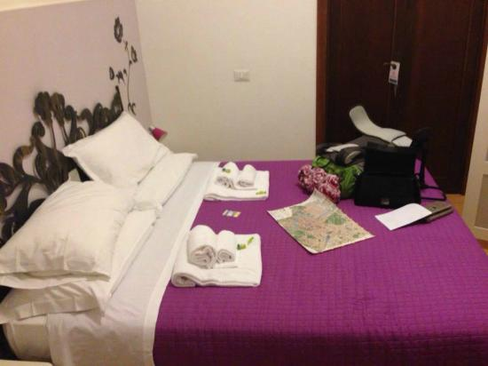 San Pietro Borgo B&B : Bedroom with external bathroom