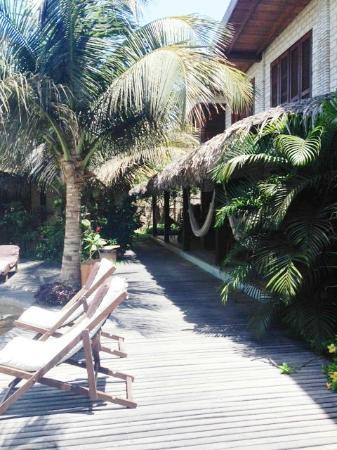 Pousada Casa Fufi: Varanda em frente à piscina