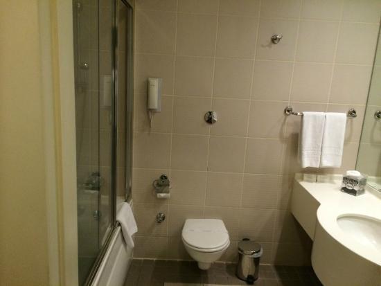 TAV Airport Hotel : Bathroom including bath & shower
