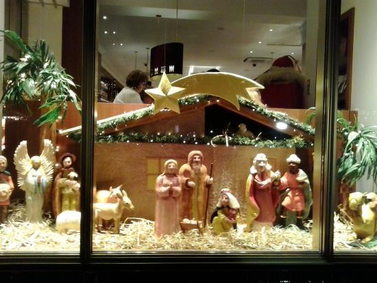 Lübecker Weihnachtsmarkt: Marzipankrippe im Cafè Niederegger