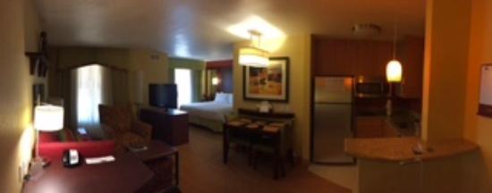 Residence Inn by Marriott Bryan College Station: breakfast table