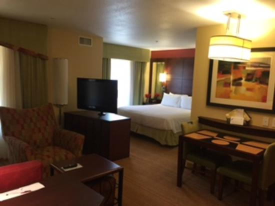 Residence Inn by Marriott Bryan College Station: large open room