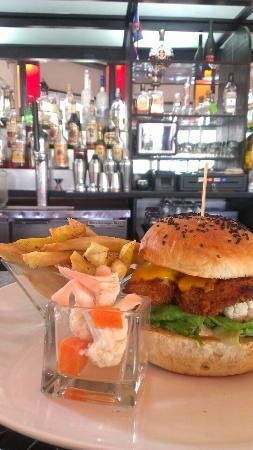 Fuego Bar & Grill: Fish Burger with homemade cortido.
