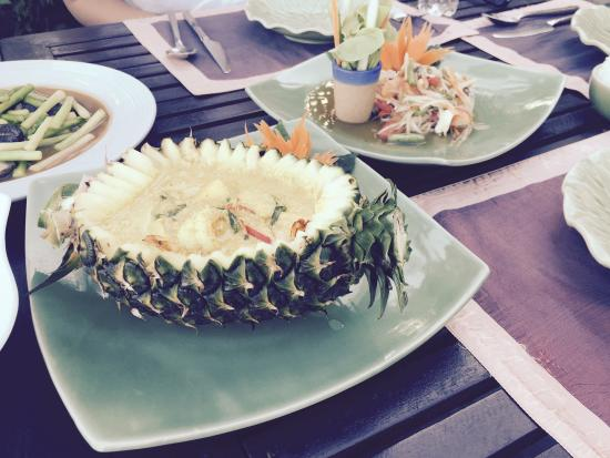 Eat Sense Beach Restaurant Samui : The yummy pinnepple curry - no 27