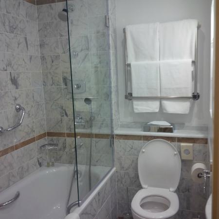 Angleterre Hotel: Salle de bain