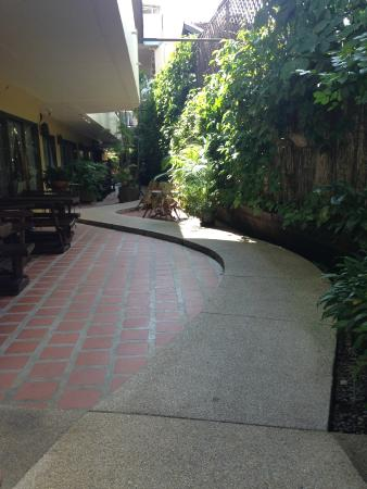 Eurana Boutique Hotel: pathway