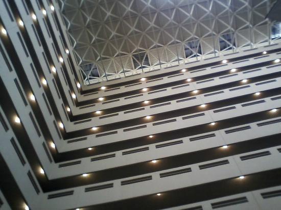 Holiday Inn Denver East-Stapleton: Lobby: was I right?