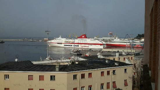NH Ancona : Harbour view - the ferries