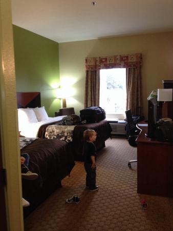 Sleep Inn & Suites: 2 queen beds and room