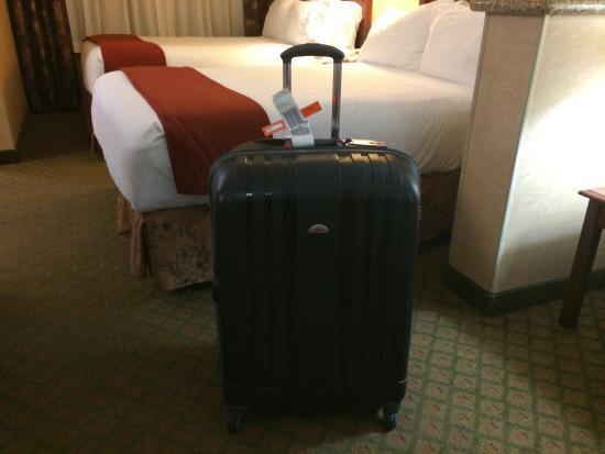 Holiday Inn Express Hotel & Suites Tempe: My delayed luggage.