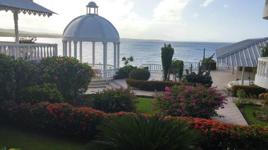 Piergiorgio Palace Hotel: Beautiful grounds