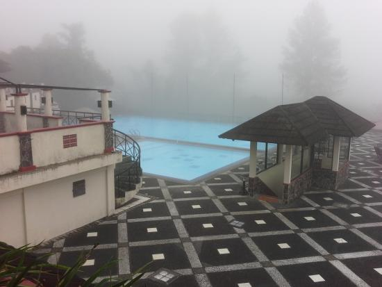 Nuansa Maninjau: The view toward the swimming pool under the mist