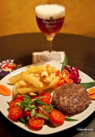 Maracana Irish Pub: il mitico hamburger di chianina(solo carni fresche)