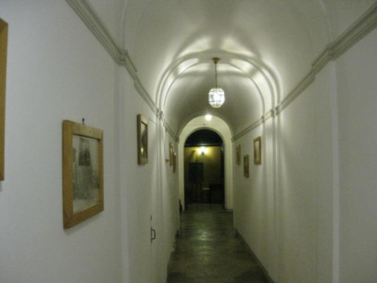 Palazzo Olivia: Ground floor entrance hall