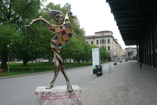 Statua di Arlecchino