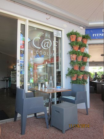 The Caf Coolum: Seating area