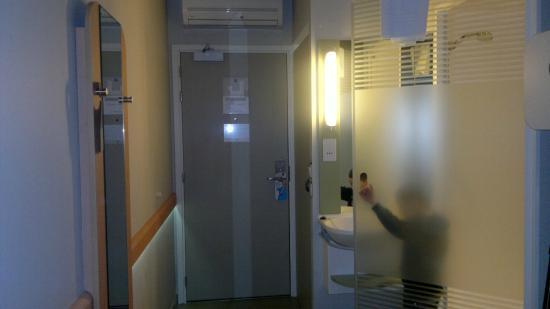 Hotel ibis budget Edinburgh Business Park: shower