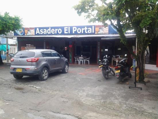 Acacias Food Guide: 5 Must-Eat Restaurants & Street Food Stalls in Acacias