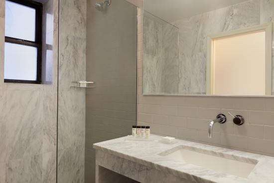 Hotel Edison Times Square: Signature Marble Bathrooms
