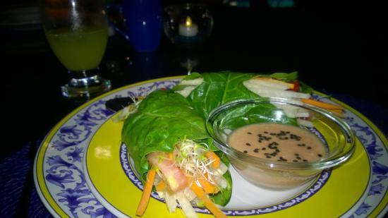 Lo Que Hay Cafe: Raw wraps