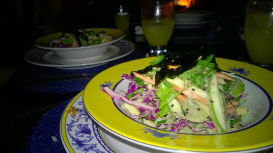 Lo Que Hay Cafe: Raw thai salad