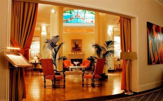 The Duke Hotel: Polo Lounge