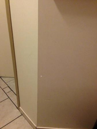 Travelodge Stony Plain: holes in wall, filled and not painted