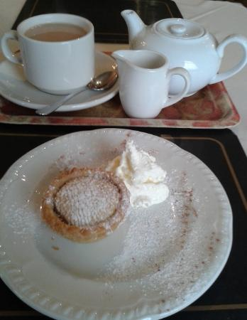 Upstairs at Clares Restaurant: Pot of Tea & a mince pie