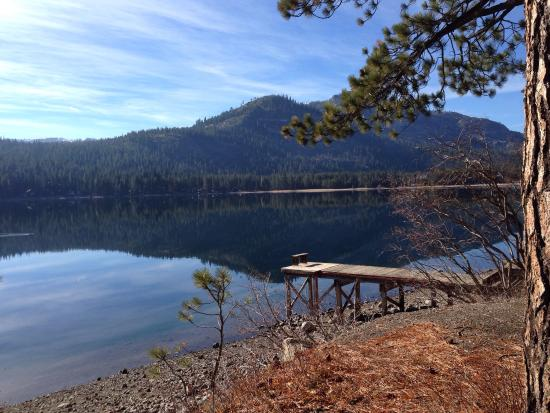 Donner Lake Village : A lonely dock.