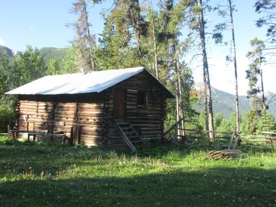 Bear Creek Ranch: Looking towards Glacier from the yard