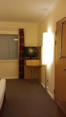 Holiday Inn Express London - Park Royal: TV