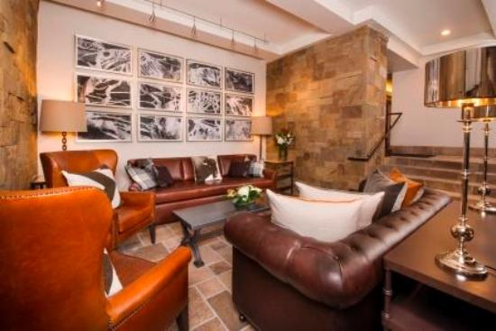 The Lodge at Vail, A RockResort: Lobby Sitting Area