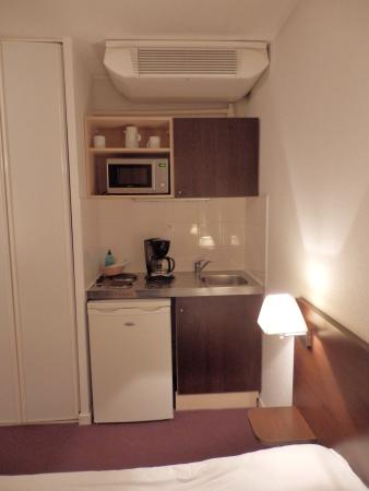Adagio Access Strasbourg Illkirch : La kitchenette.