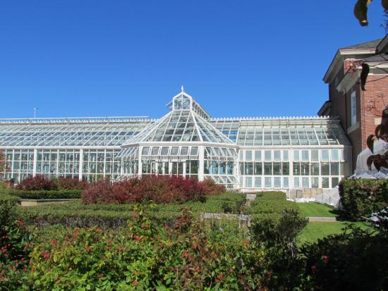 The K.C. Irving Environmental Science Centre and Harriet Irving Botanical Gardens: conservatory