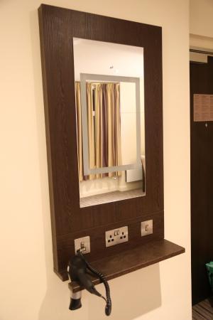 Premier Inn Taunton Ruishton (M5, J25) Hotel: Bedroom Mirror