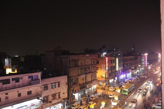 Hotel City Star: Вид на шумную улицу из ресторана на крыше