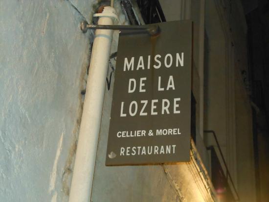 La maison de la Lozere: Вывеска на улице