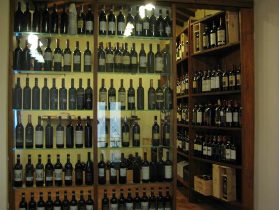 Villa di Sotto: Pick your wine for dinner