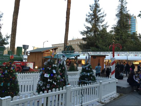 Plaza de Cesar Chavez Park: Christmas in the Park (December 2014)