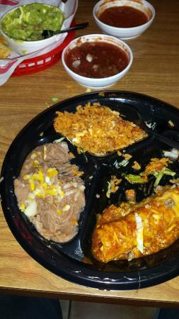 Chuy's Mesquite Broiler Restaurant: Good food (for a bar) and they deliver to your table.