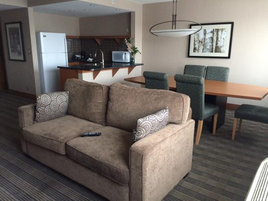 Coast Hotel & Convention Centre : Beautiful suite