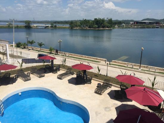 Ramada Tikal Isla De Flores Hotel Vista Desde La Habitacion