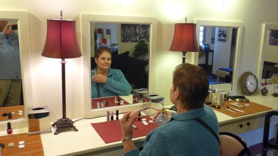 Behind the Scenes Casino Tour : My Wife Applies Makeup in the Dressing Room of the Stars
