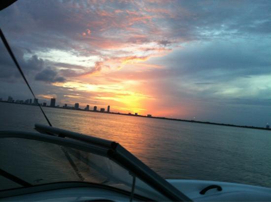 SpeedBoat Tours: Miami sunsets are stunning!